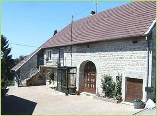 Location gite clés vacances tout confort dans le Jura.