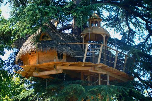Sur un arbre perché: cabanes dans les arbres proches de Bordeaux et La Rochelle