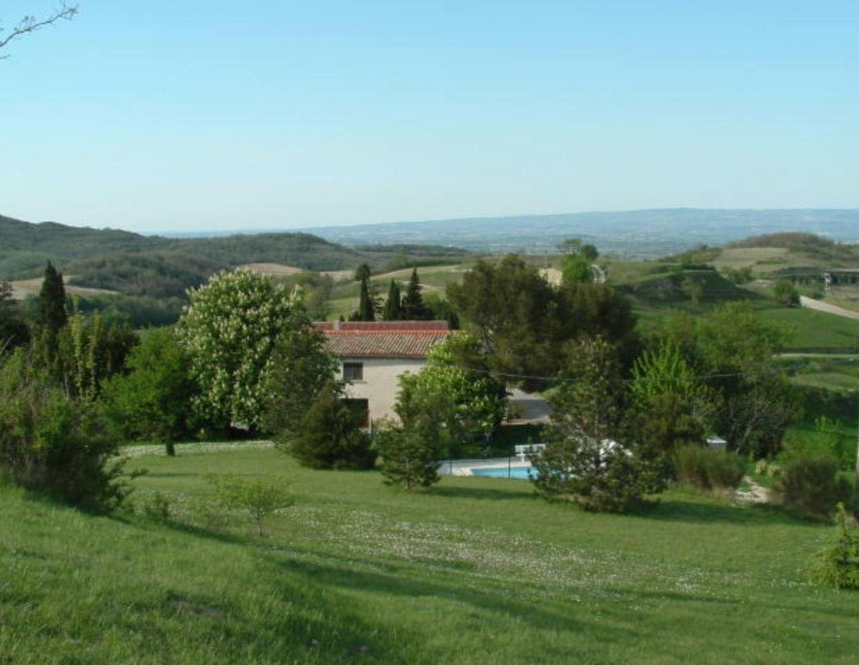 Aude Gite Domaine des Roujoux avec Vue Stupéfiante, Piscine Chauffée & Golf en campagne